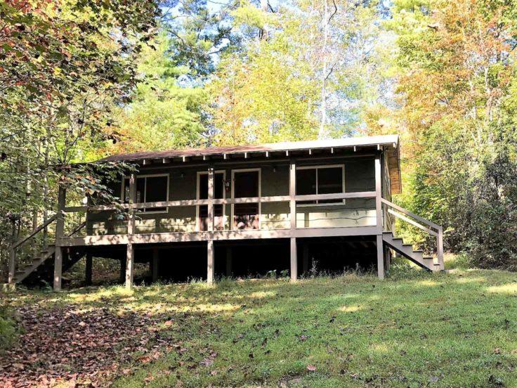 Exterior of Mac Cabin